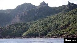 资料照:日本东京市政府测量船拍摄的尖阁列岛照片,中国称作钓鱼岛。