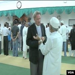 Pastor Renwick Bell na skupu religijskih lidera na Floridi koji su osudili planirano spaljivanje Kurana