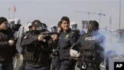 土耳其安全部隊開槍。