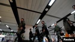 港鐵經常配合警方以關閉地鐵站來對示威活動反制。