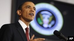 March 28, 2011، صدر براک اوباما واشنگٹن میں نیشنل ڈیفنس یونیورسٹی میں لیبیا میں جاری جنگ کے دفاع میں امریکی عوام سے خطاب کررہے ہیں۔