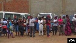 """Familia de Manuel Francisco """"Laranjinha"""", morto sob custódia policial, exige - sem sucesso - explicações sobre o óbito do jovem (VOA / Coque Mukuta)"""