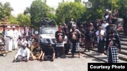 Sebagian peserta demonstrasi damai Taksu Bali Dwipa (foto: Putu Agus Yudiawan).