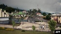 Une vue du monument du Cinquantenaire de l'Indépendance et de la Réunification à Buea, dans la région du sud-ouest du Cameroun, le 27 avril 2018.