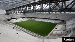 Vue générale de l'intérieur du stade de football Arena da Baixada à Curitiba, au Brésil, le 17 février 2014