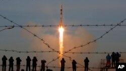 Ракета-носитель «Союз-ФГ» с космическим кораблем «Союз МС-11», стартует с космодрома Байконур, Казахстан. 3 декабря 2018.