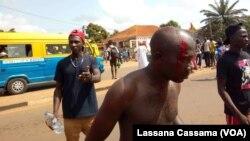 Manifestante agredido pela polícia