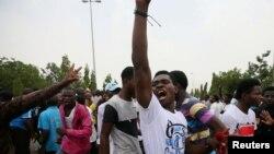 បាតុករកាន់សាសនាឥស្លាមនីកាយ Shi'ite ប្រមូលផ្តុំគ្នាដើម្បីបាតុកម្មប្រឆាំងនឹងការឃុំខ្លួនមេដឹកនាំរបស់ខ្លួនគឺលោក El Zakzaky នៅក្នុងក្រុង Abuja ប្រទេសនីហ្សេរីយ៉ា កាលពីថ្ងៃទី៤ ខែមេសា ឆ្នាំ២០១៨។