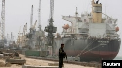 Iraqi soldier stands guard at Umm Qasr's port near Basra, 420 km (260 miles) southeast of Baghdad. (file photo)
