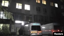 Xe cứu thương đậu bên ngoài một bệnh viện ở Sevastopol, Crimea, ngày 22 tháng 11, 2015.