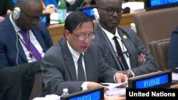 ႏို၀င္ဘာလ ၁၄ ရက္ေန႔ ကုလသမဂၢ အေထြေထြညီလာခံ တတိယေကာ္မတီမွာ ျမန္မာ့အေရး ဆံုးျဖတ္ခ်က္မူၾကမ္းကို ကန္႔ကြက္ေဆြးေႏြးေနတဲ့ ျမန္မာသံအမတ္ႀကီး ဦးေဟာက္ဒိုဆြမ္း။ (ဓာတ္ပုံ - United Nations)