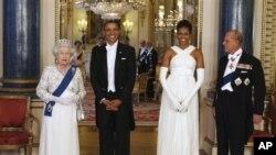 Le président Barack Obama, la première Michelle Obama, la reine Elizabeth II et le prince Philip à Buckingham Palace
