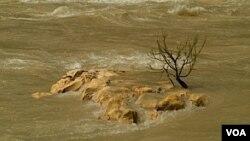 Según el Servicio Meteorológico Nacional, las lluvias continuarán por lo menos durante el miércoles en las tres provincias argentinas más afectadas.
