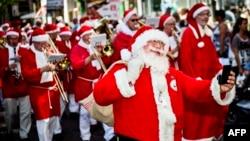 Kongres tahunan Santa Claus sedunia di Kopenhagen, Denmark (22/7). Denmark menempati posisi teratas sebagai bangsa paling bahagia di dunia.