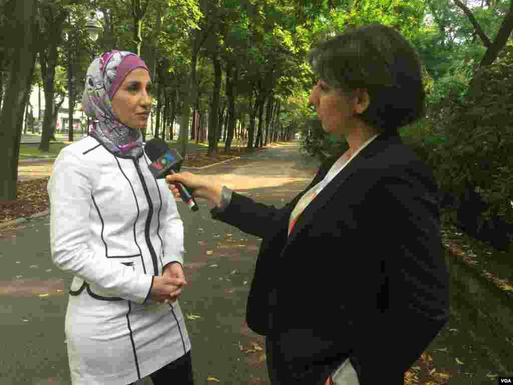 گفتگوی نیلوفر پورابراهیم خبرنگار صدای آمریکا با سارا حکمتی خواهر امیر حکمتی، شهروند آمریکایی زندانی در ایران