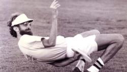 "Dan ""the Stork"" Roddick playing ultimate frisbee"