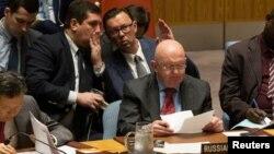 واسیلی نبنزیا، نماینده روسیه در سازمان ملل و مشاورانش در جلسه جمعه شب شورای امنیت