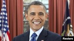 Tổng thống Mỹ Barack Obama chụp hình cho chân dung chính thức tại Phòng Bầu dục Tòa Bạch Ốc, ngày 6/12/2012.