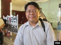 台湾反黑箱服贸民主阵线召集人赖中强(美国之音张永泰拍摄)