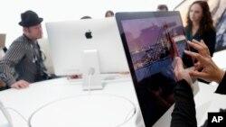 Además del nuevo sistema operativo Yosemite, la pantalla con una resolución de 5K de las nuevas iMac de Apple, son la gran novedad de este producto.