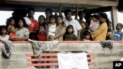 Para migran Sri Lanka yang berusaha menuju Australia di pelabuhan Cilegon, Banten (foto: ilustrasi). Seorang warga Iran didakwa berusaha menyelundupkan 73 pencari suaka ke Australia.