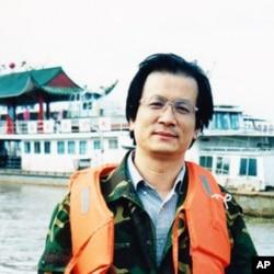 十余年前因触犯薄家而坐牢的记者姜维平