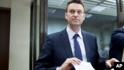 Kremlin critic and anti-corruption crusader Alexei Navalny holds papers at a courtroom in Moscow, Russia, May 30, 2017.