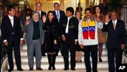 玻利維亞總統莫拉雷斯(左起第四人)和委內瑞拉總統馬杜羅等南美洲國家總統7月4日合影