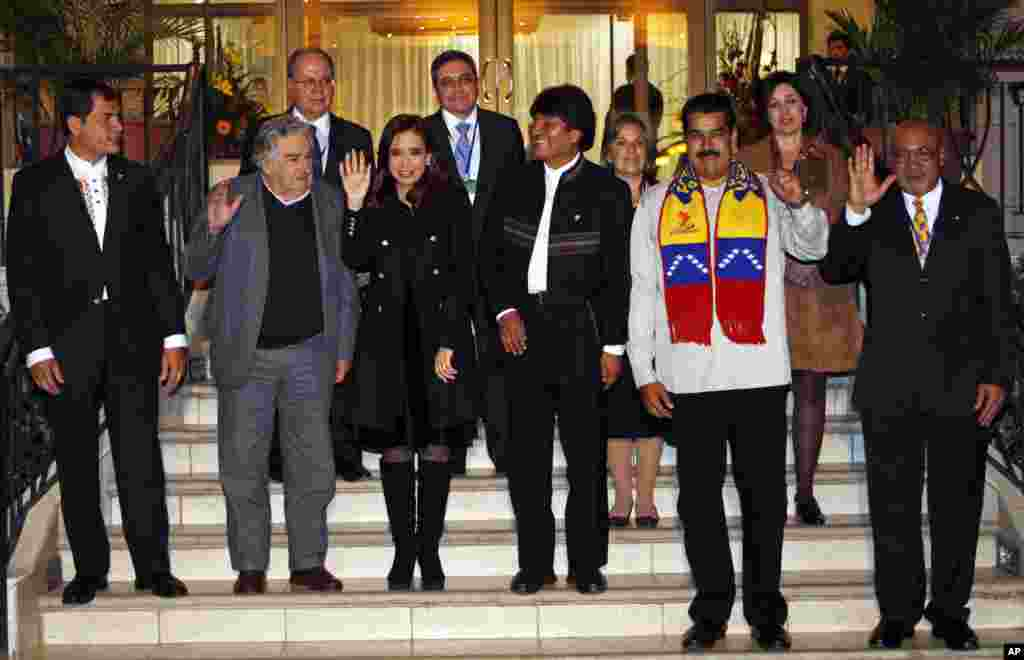 The presidents of Ecuador, Uruguay, Argentina, Bolivia, Venezuela and Suriman pose for photos in Cochabamba, Bolivia, July 4, 2013.