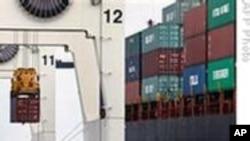 Растовар на стока од бродови во Пристаништето на Мајами