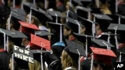 کرزی: محصلان افغان باید از طریق وزارت تحصیلات عالی به خارج اعزام شوند