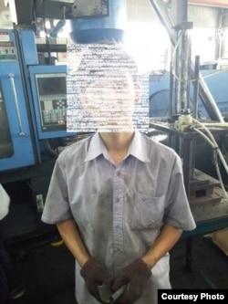 一名学生工在卓力代工厂车间 (中国劳工观察提供)