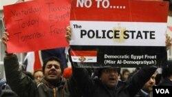 También se han producido protestas en diferentes ciudades en todo el mundo en favor de los manifestantes, tal como ocurre en Londres.