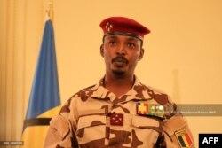 រូបឯកសារ៖ អគ្គមេបញ្ជាការយោធាឆាដលោក Mahamat Idriss Deby Itno ដែលត្រូវជាកូនប្រុសរបស់ប្រធានាធិបតីឆាដលោក Idriss Deby ថ្លែងនៅវិមានរដ្ឋាភិបាលឆាដ ក្នុងរដ្ឋធានីយ៉ាមេណា កាលពីថ្ងៃទី ២៧ ខែមេសា ឆ្នាំ ២០២១។ (រូបថតដោយ Brahim ADJI / Tchad Presidential Palace / AFP)
