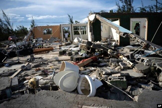 Escombros dejados por el huracán Dorian en la casa de George Bolter, en el vecindario de Pine Bay, en Freeport, Bahamas. 3 de septiembre de 2019. AP.
