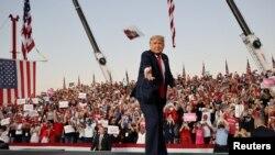 Trump resumes campaign