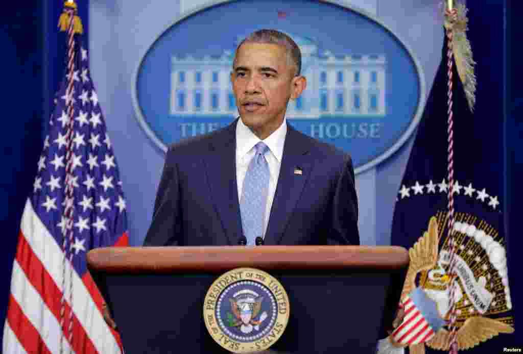 """صدر براک اوباما نے لوزیانا میں فائرنگ سے تین پولیس اہلکاروں کی ہلاکت کی مذمت کرتے ہوئے کہا ہے امریکیوں سے مطالبہ کیا ہے کہ وہ تشدد کے حالیہ واقعات کے تناظر میں """"متنازع بیان بازی"""" سے گریز کریں۔"""