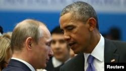 Tổng thống Mỹ Barack Obama và Tổng thống Nga Vladimir Putin nói chuyện trước một phiên họp tại Antalya, Thổ Nhĩ Kỳ, ngày 16/11/2015.