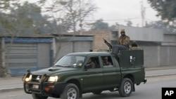 巴基斯坦軍方加強在本努區巡邏。