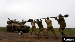 Binh sĩ Israel sau 1 cuộc diễn tập quân sự tại cao nguyên Golan, gần biên giới với Syria, 14/2/2013
