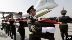 Les restes de 68 soldats chinois tués pendant la Guerre de Corée ont été transférés, pour la première fois, le 20 mars 2015