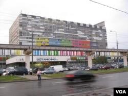 中俄两国媒体的合作也越来越密切。俄罗斯最大电视台,位于莫斯科北部的第一套电视节目大楼(美国之音白桦)。