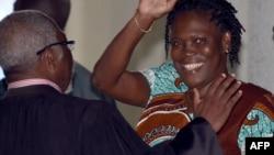 Lauret Gbagbo da matarsa Simone Gbagbo yayinda suka bayyana a gaban kotun