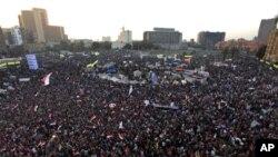 အီဂ်စ္ႏုိင္ငံ ကိုင္႐ိုၿမိဳ႕က Tahrir ရင္ျပင္က ဆႏၵျပပြဲျမင္ကြင္း။ (ဇန္နဝါရီ ၂၅၊ ၂၀၁၃)