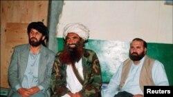 عبدالحق (اول از راست به چپ) از سوی طالبان تیرباران شد