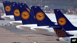 Airplanes of the airline Lufthansa are pictured at the airport in Duesseldorf, Germany, 22 April 2013.