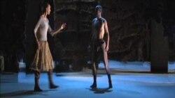 نمایش مجمع مرغان در تئاتر فولجر واشنگتن