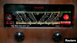Radio antik koleksi milik kolektor Matthew Staunton, di Dublin, 17 September 2009. (Foto: Ilustrasi)