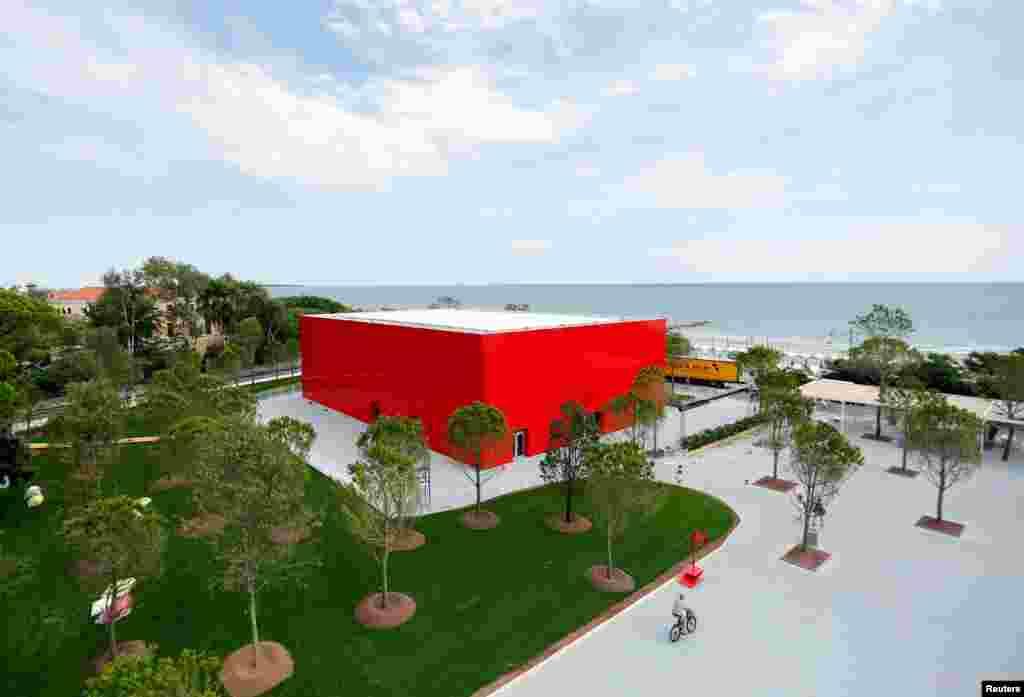 عکسی از یکی از ساختمان های جشنواره فیلم ونیز.