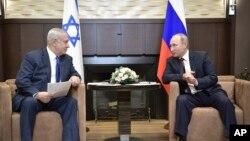 عکس آرشیوی از دیدار بنیامین نتانیاهو نخست وزیر اسرائیل و ولادیمیر پوتین رئیس جمهوری روسیه، در شهر بندری سوچی - اوت ۲۰۱۷